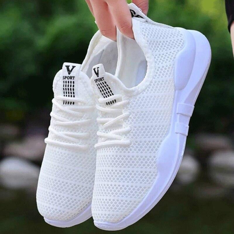 حار بيع الصيف نمط جديد المرأة في الهواء الطلق أحذية رياضية مريحة تنفس جوفاء حذاء كاجوال قماش شبكي رياضي نسائي حذاء أبيض