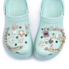 أحذية جديدة ذات علامة تجارية مُزينة بدلايات على شكل تمساح هدية للبنات من حجر الراين اللامع زينة على شكل فراشة معدنية للحب