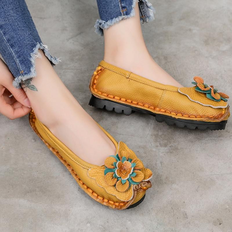 حذاء نسائي مسطح مصنوع يدويًا من جلد البقر مع زهرة ناعمة