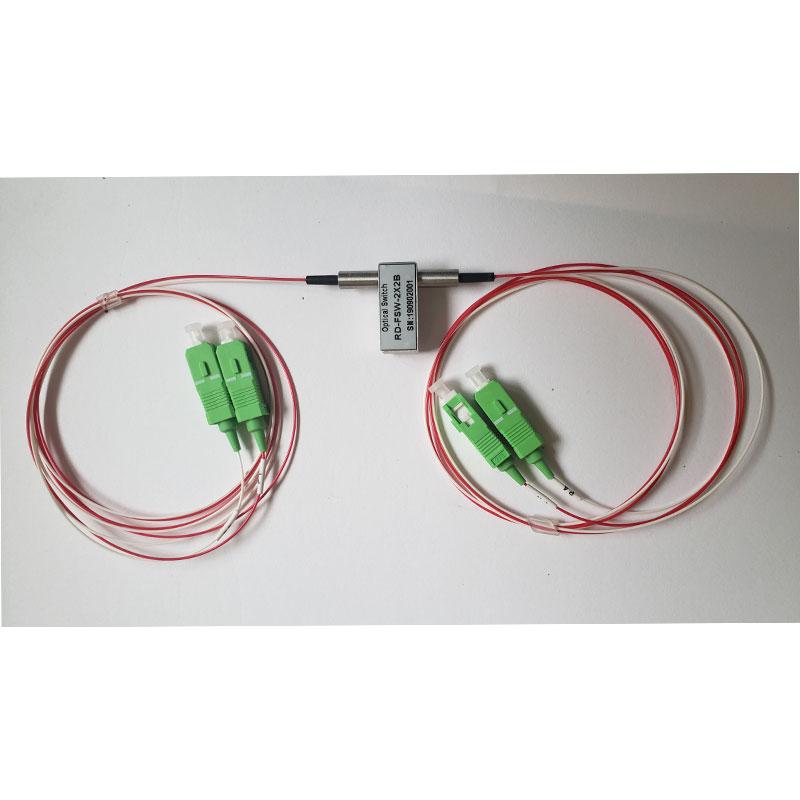 5 فولت الإغلاق أو عدم الإغلاق أحادي الوضع 1310nm/1550nm ميكانيكي 2x2 التبديل البصري الالتفافي