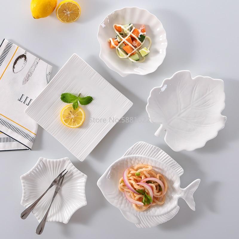 طبق سيراميك أبيض على شكل كعكة جميلة وعصرية ، حلوى ، سوشي ، وجبة خفيفة للأطفال ، أطباق مطبخ غربية ، أطباق عشاء