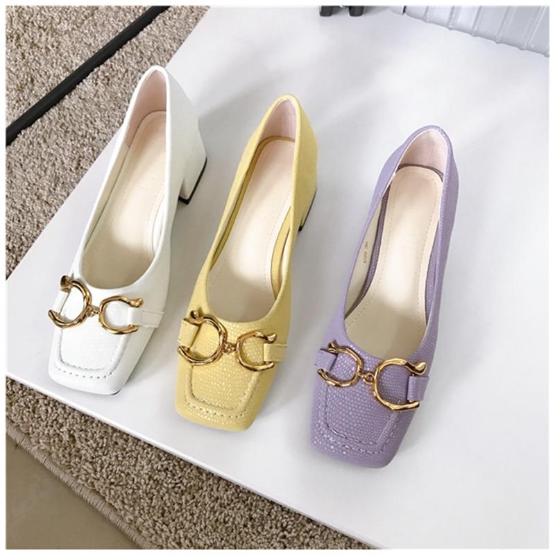 2021 تصميم ماركة الموضة مشبك معدني مضخات ساحة تو الضحلة الانزلاق على أحذية عمل السيدات مربع منخفض الكعب الربيع مضخات الأحذية