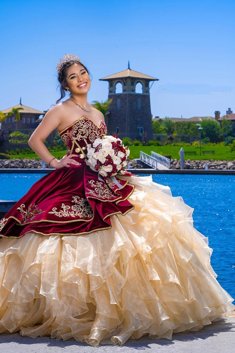 فستان كوينسيانيرا من المخمل باللون العنابي مع تنورة الكشكشة الأورجانزا مع دانتيل علوي مشد حلو 16 للحفلات الراقصة Vestidos De Novia