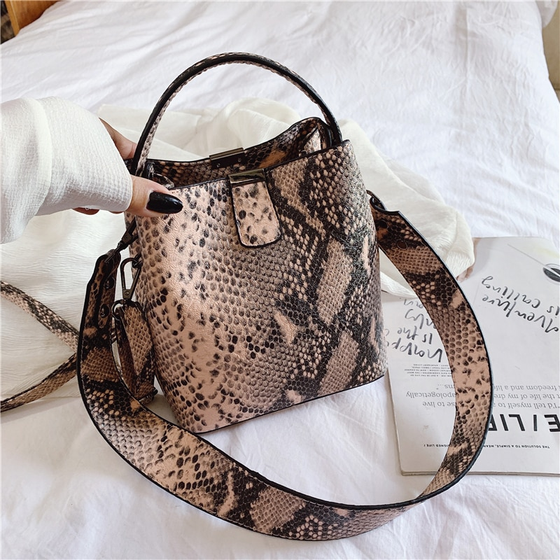 NIGEDU Brand Designer Women bucket bag Snake  Female Messenger Bags PU leather  Wide strap Female Shoulder Bags Ladies Handbags