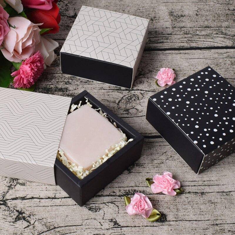 10 Uds bolsa de regalo caja de dulces de cartón caja de almacenamiento de regalo de vacaciones titular de Chocolate de boda impresa (sin cinta/pegatina)