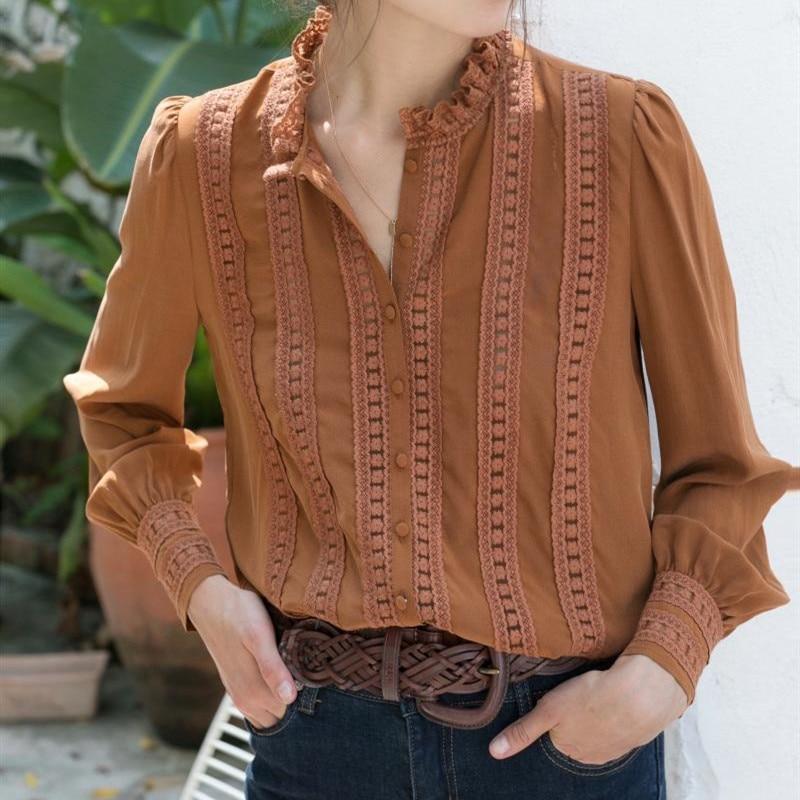 Dos colores de encaje de las mujeres ahuecan hacia fuera la blusa camisetas para mujer bordado Floral Stand Collar de manga larga Retro camisa con botones