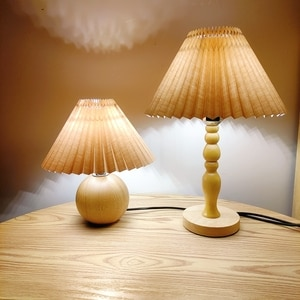 Xianfan Japanese style soiled wood base with vintage cloth pleat lampshade bedside light university dormitory reading desk lamps