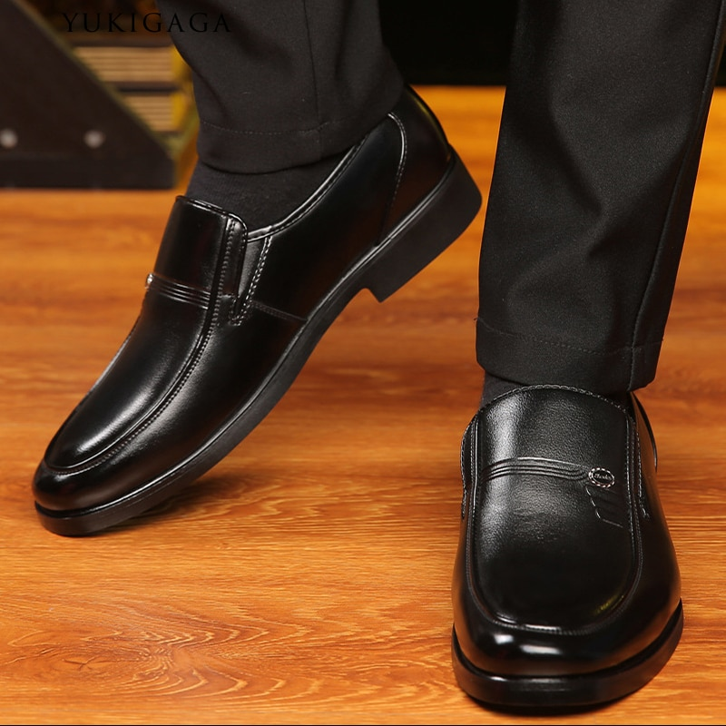 Zapatos casuales de cuero genuino para hombre, mocasines de marca de lujo para hombre, zapatos planos transpirables deslizantes en negro, zapatos de conducción de talla grande 38-47