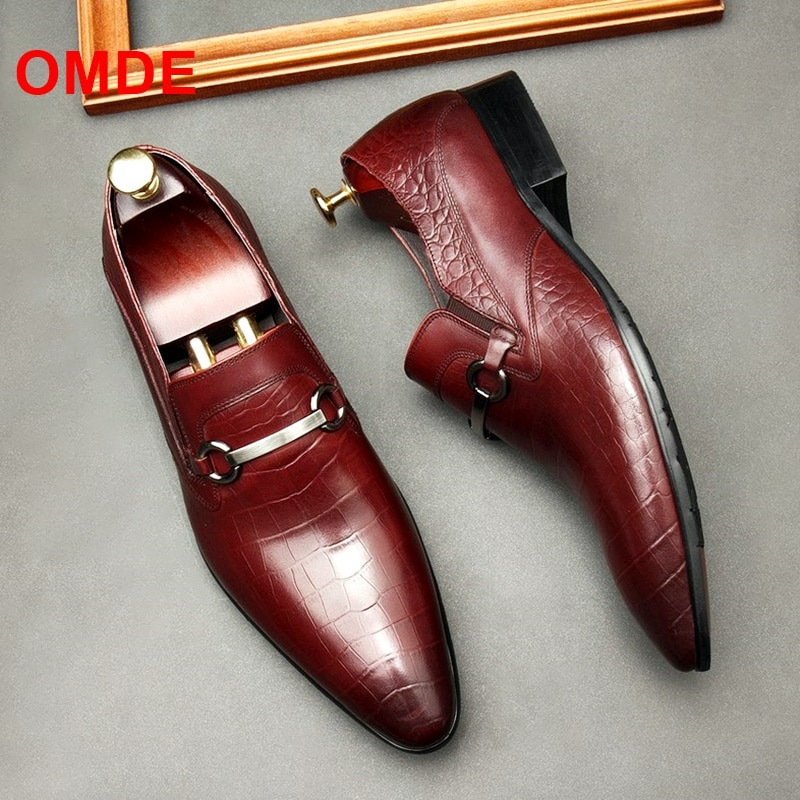 OMDE New Arrival British Style Pointed Toe Loafers Men Embossing Genuine Leather Dress Shoes Slip On Casual Shoes pointed metal toe low top hommes chaussures leather slip on loafers heel masculino gold metal decor men shoes leisure male shoes