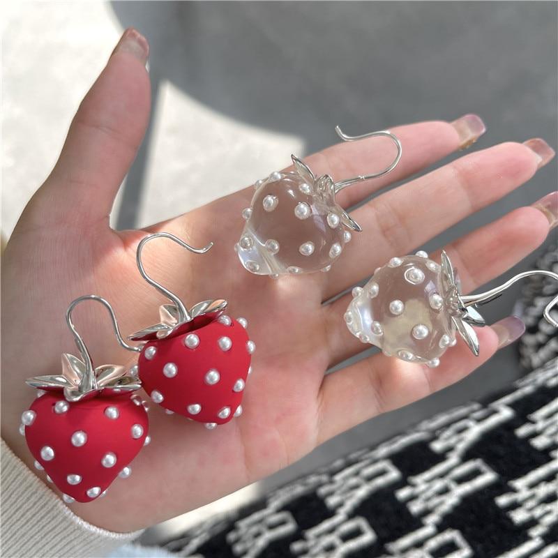 2021 new Japanese Sweet Crystal Pearl Transparent Resin Strawberry Earhook Spring Summer Big Fruit D