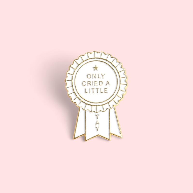 Gritado um pouco engraçado medalha broche para mochilas esmalte camisa pino de metal broche para feminino emblema pines broches jóias acessórios