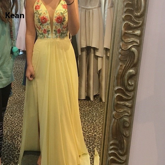 Купить с кэшбэком Slit Muslim Evening Dress Spaghetti Straps Deep-v Tulle Applique Islamic Dubai Kaftan Saudi Arabic Evening Gown Prom Dress
