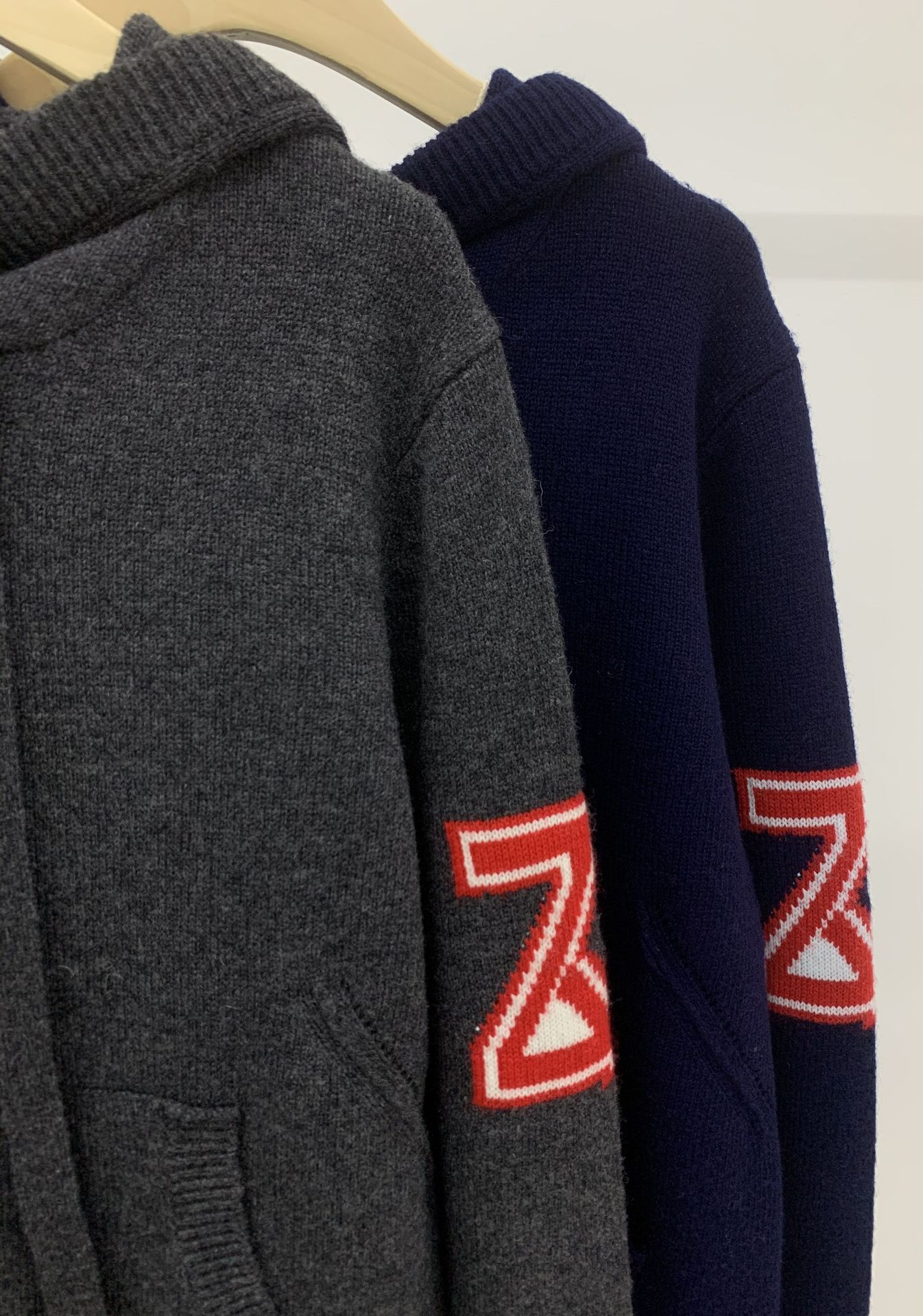 2021 Autumn and Winter New Hooded Pocket Arm Alphabet Design Cashmere Knitted Sweater Girl enlarge