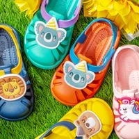 wholesale childrens hole non slip shoes baby slippers baotou childrens sandals childrens beach shoes