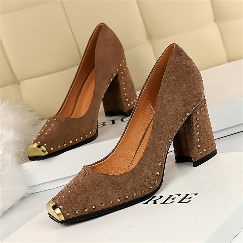 2020 Spring Fall Luxury Women Suede Studded Yellow Black Block High Heels Pumps Flock Rivets Chunky Heels Tacones Shoes Scarpin