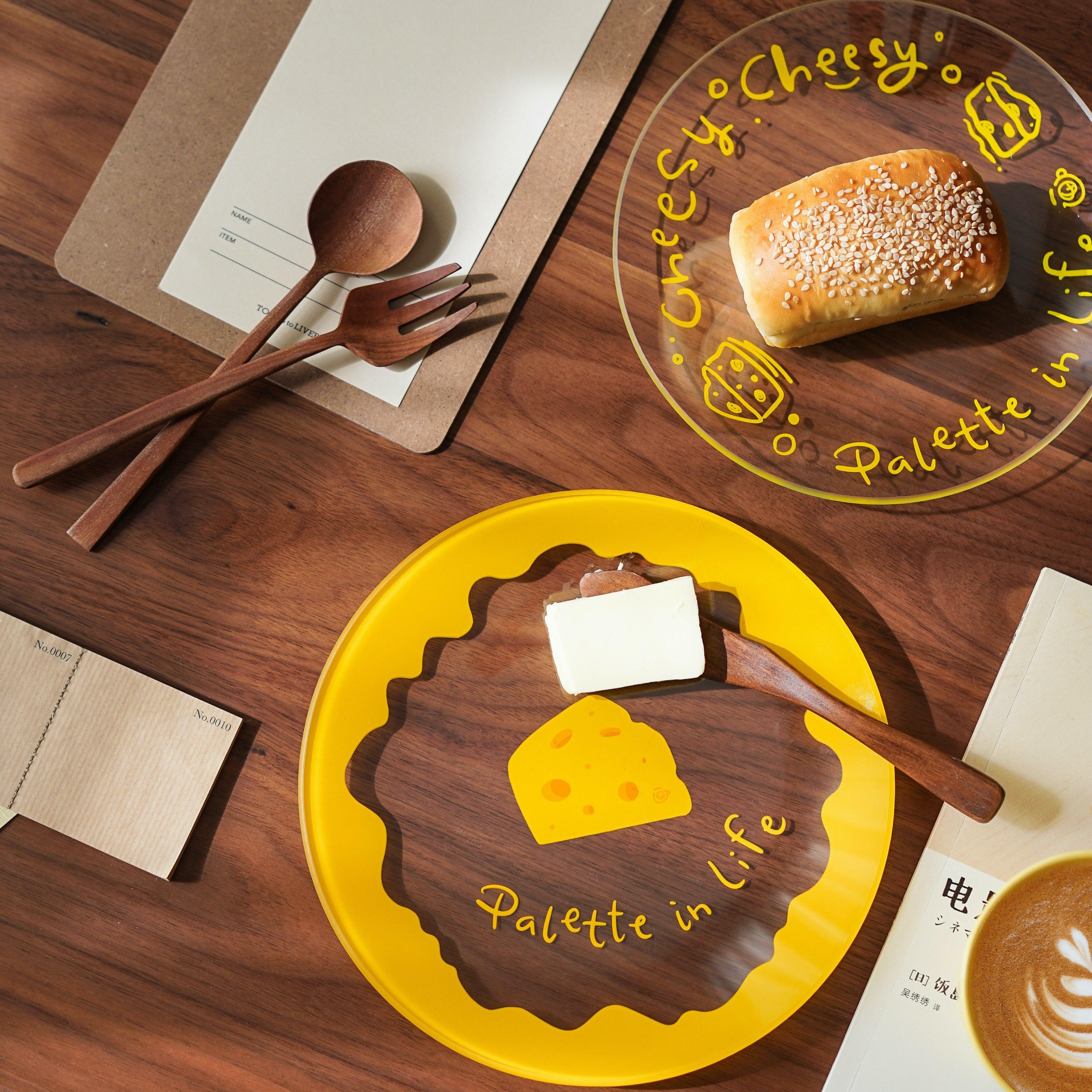 لطيف المتخصصة المصور الجبن التوضيح طبق من الزجاج الإفطار الحلوى بعد الظهر الشاي لوحة مقاومة درجات الحرارة العالية