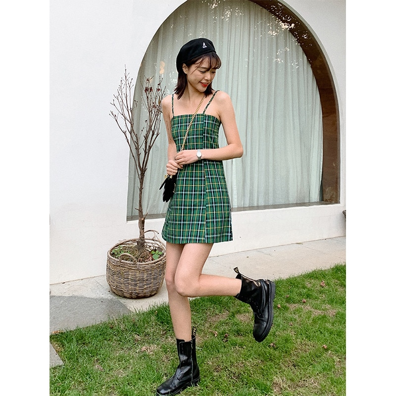 Nuevo Mini vestido Sexy de verano con tirantes A cuadros verdes de aguacate, vestido Retro con cuello oblicuo y correa con líneas, vestido de vacaciones delgado para niña pequeña