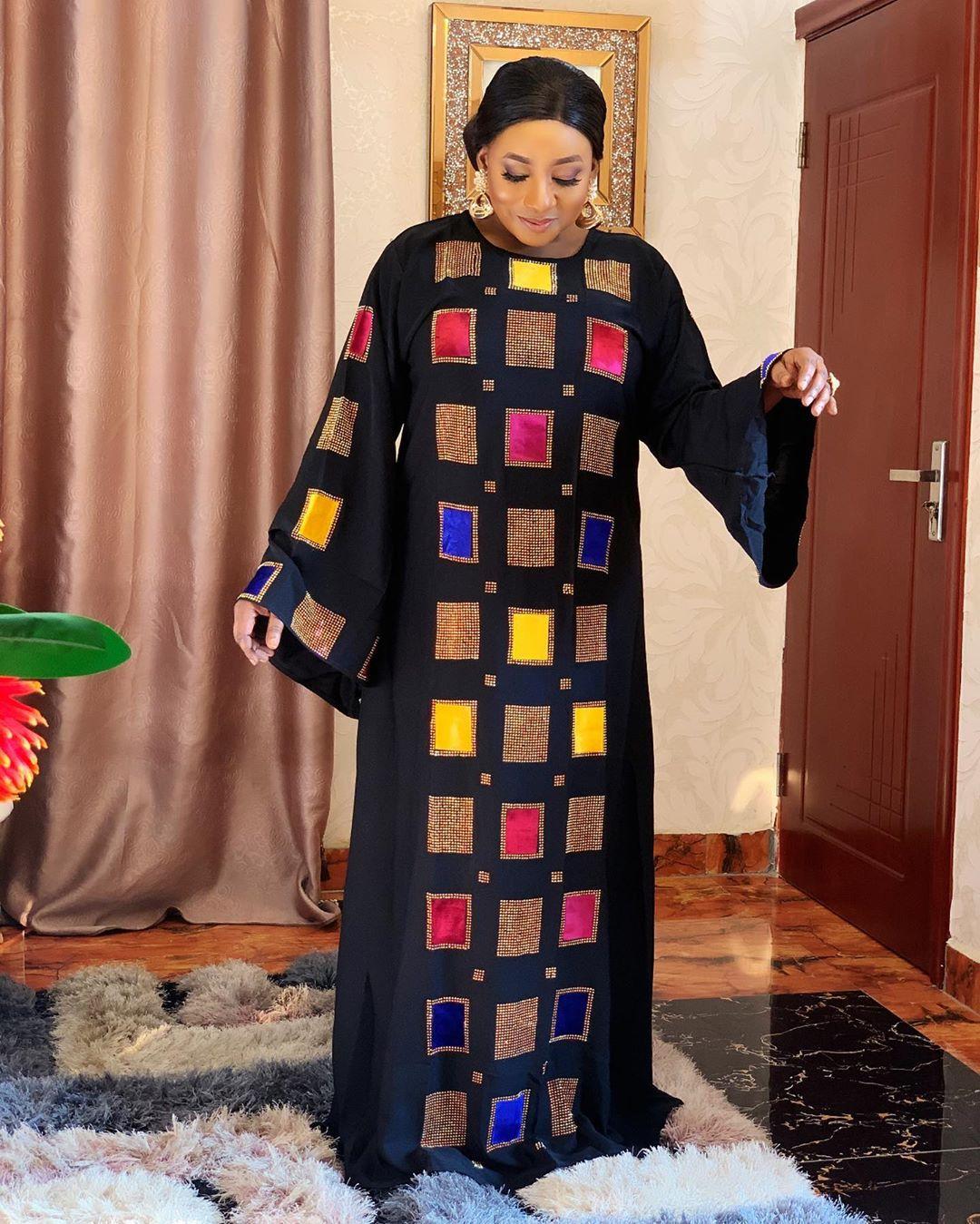 Mujer traje de suministro transfronterizo de las mujeres africanas caliente-venta gran cuello redondo geométrica perforación en caliente Vestido de manga de campana Vestido