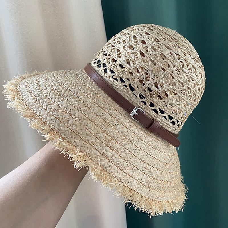 جودة جديد الصيف الجوف خارج قبة قبعة من القش الإناث اليد المنسوجة الرافية حزام PU الديكور عطلة قبعة الشمس نمط مخصص الموضة