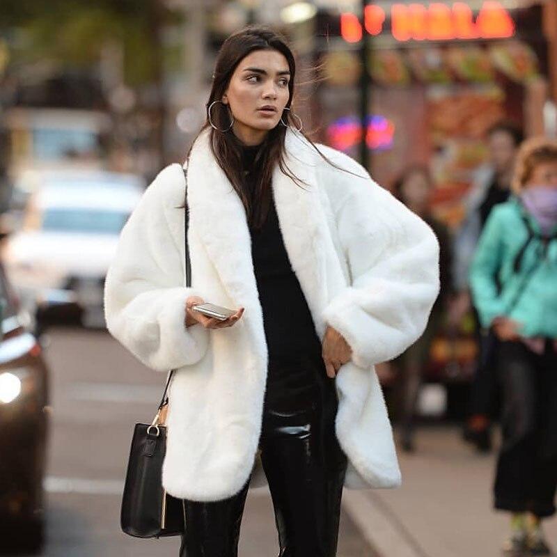 Женские куртки из искусственного меха, новинка сезона осень-зима 2021, модные Шубы из искусственного меха кролика и Белые куртки для женщин, Т...