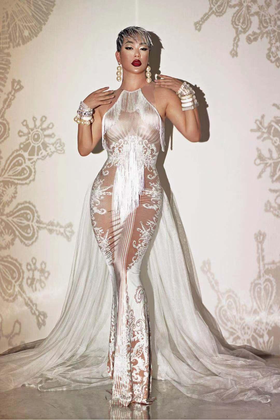 تصميم جديد فستان أبيض عاري الذيل ملابس رقص عيد ميلاد احتفال الأداء تمتد فستان ارتداء شريط حفلة موسيقية المغني قطار طويل