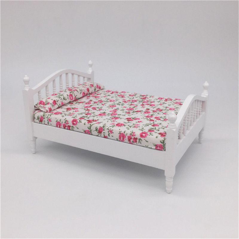 Accesorios de casa de muñecas de madera doble cama de matrimonio flor patrón Mini muebles para muñeca de escala 1/12