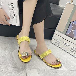 Шлепанцы Zapatos мягкая плиссированные ремень с украшением в виде кристаллов; Удобные туфли на плоской подошве повседневная обувь летние освещения Вес снаружи Femme шлёпанцы для женщин