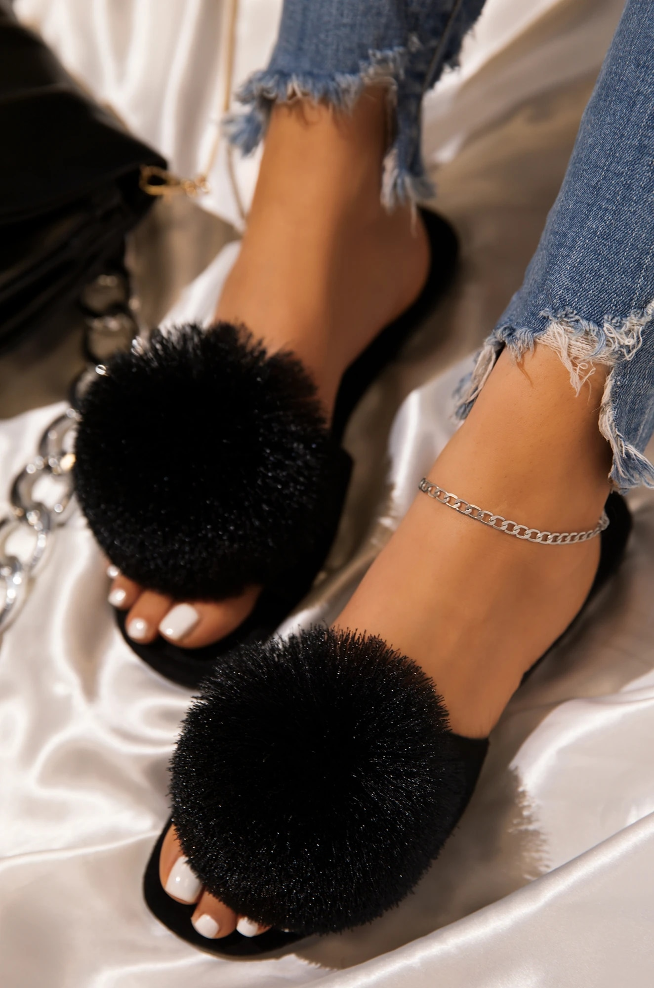 Summer Women Slippers Fur Ball Solid Flock Flat Peep Toe Slides Casual Fashion Female Ladies Shoes Zapatos De Mujer
