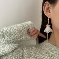 asymmetrical earrings 2021 new design metal chain high quality glass white petal dangle earrings for girl gifts trendy jewelry