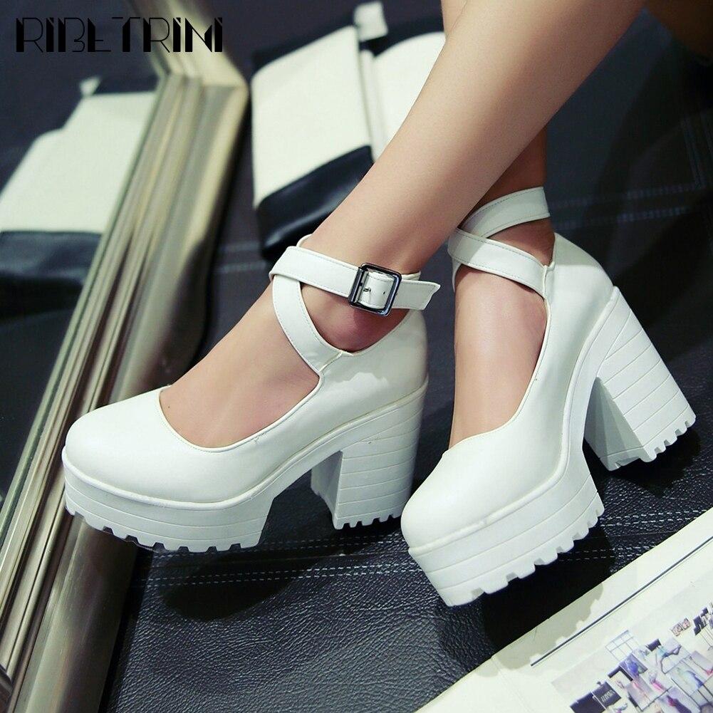 حذاء نسائي بكعب سميك مع حزام كاحل ، نمط بانك ، مقدمة مستديرة ، غير رسمي ، أسود ، لفصلي الربيع والخريف