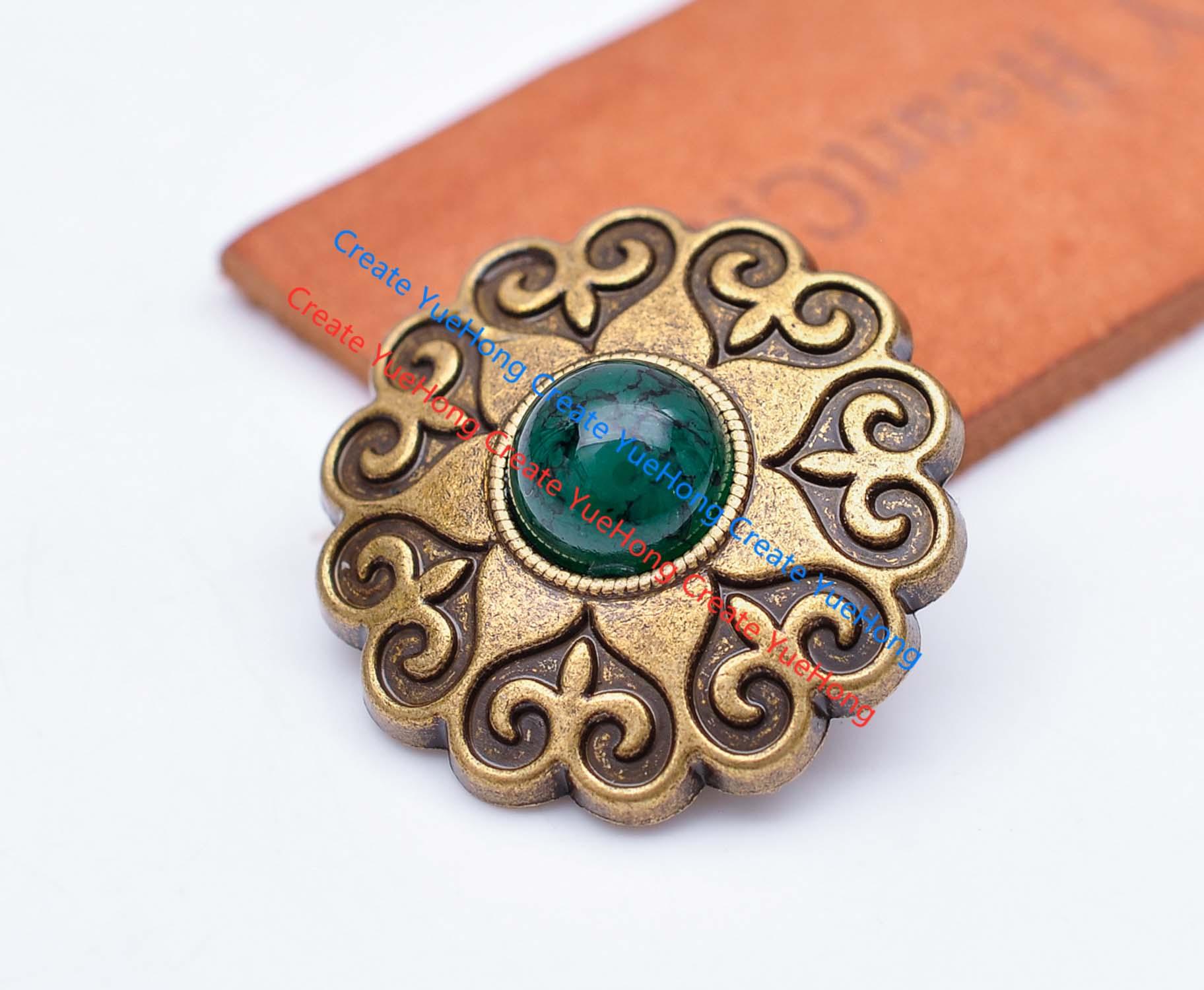 10X29 MM antiguo latón vaquero Biker celta flor tallada abalorios de piedra verde artesanía cuero cinturón sillín Concho insignia