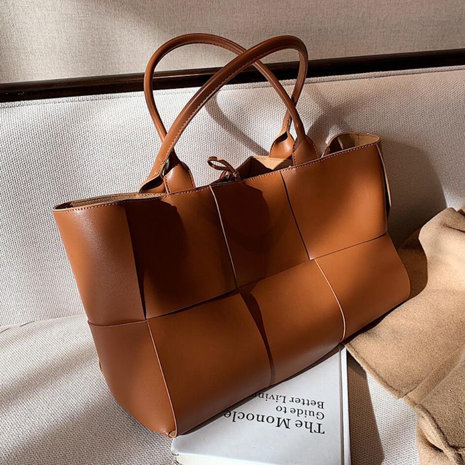 العلامة التجارية الفاخرة نسج كبير حمل حقيبة 2021 شتاء جديد جودة عالية بولي Leather جلد المرأة مصمم حقيبة يد حقائب كتف عالية السعة