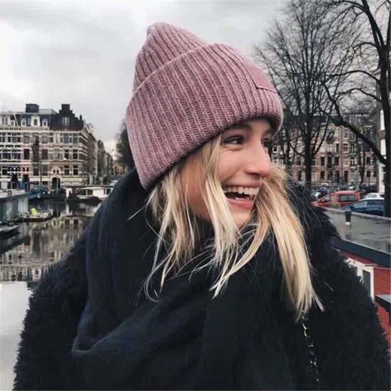 الشتاء القبعات للنساء الصوف المخلوطة متماسكة الصوف الوجه المبتسم زوجين قبعة سيدة الموضوع قبعة صغيرة محبوكة فاتحة فام مجموعة فساتين 2021