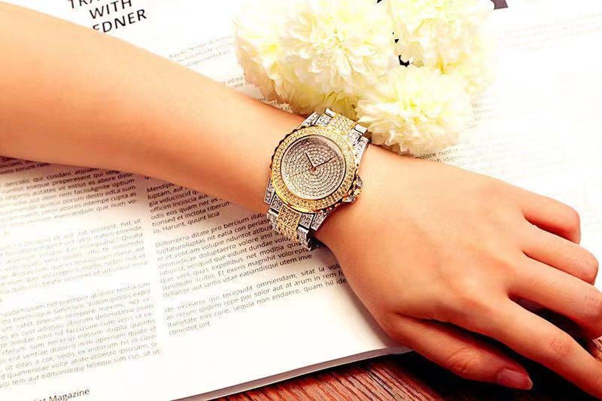 السيدات ساعة شخصية فاخرة الفولاذ المقاوم للصدأ حزام موضة الماس مقاوم للماء ساعة كوارتز نسائية عادية لا حزمة WA288