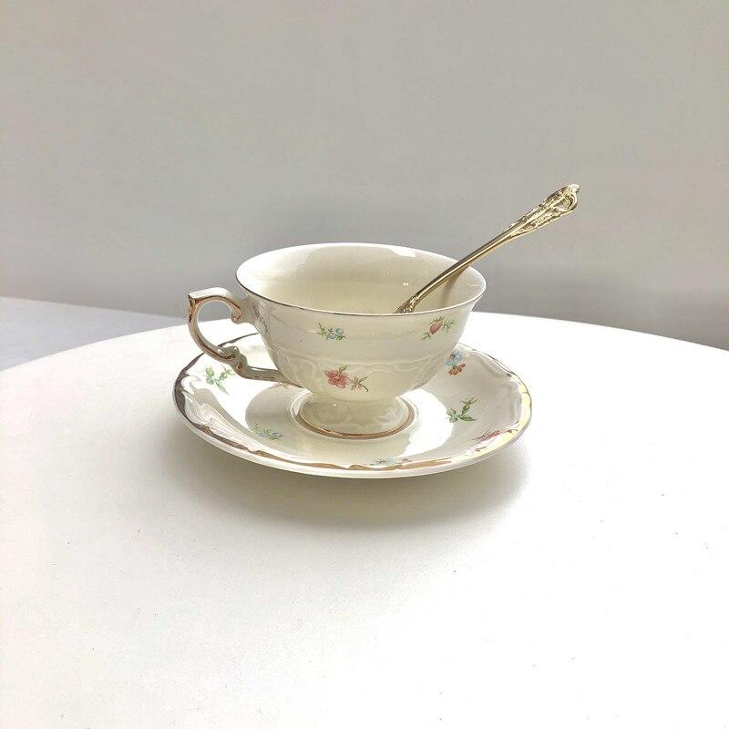 الأوروبي فنجان القهوة والصحن ملعقة مجموعة السيراميك الذهب-مطلي زميله أكواب الفخار الشاي الخزف الإبداعية Kubek Drinkware AB50BZ