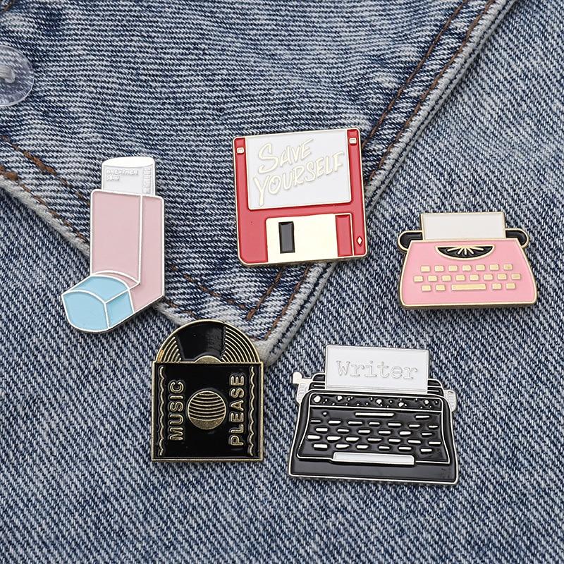Esmalte cd registro de máquina de escrever broche flash usb armazenamento lapela lapela broche punk festa presente trinket