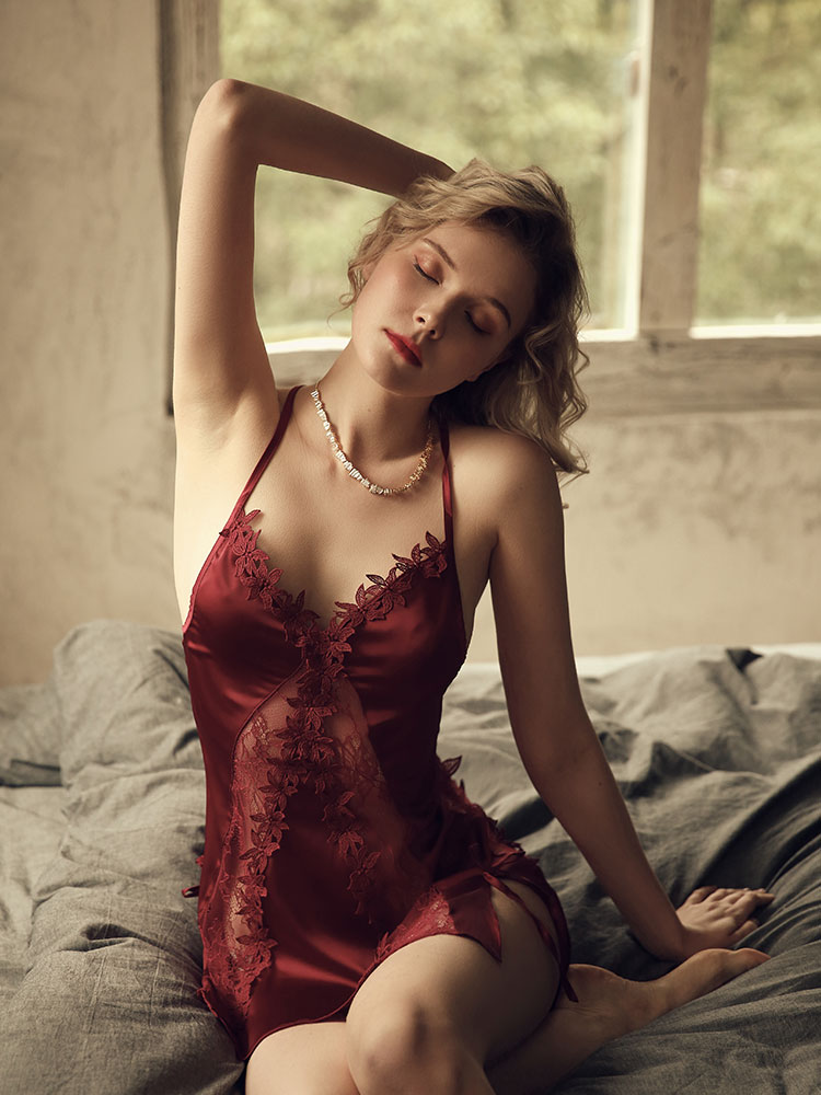 Woman's sexy nightdress summer ice silk face strap lace low-cut perspective sexy temptation sexy nightdress nightgown M / L недорого