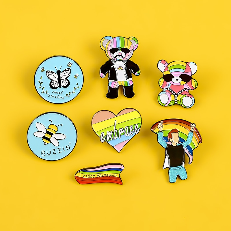 Pin de esmalte de corazón arcoiris Pride Pin Gay insignias arcoíris oso broches libertad e igual en el amor alfileres de solapa joyería de moda regalos