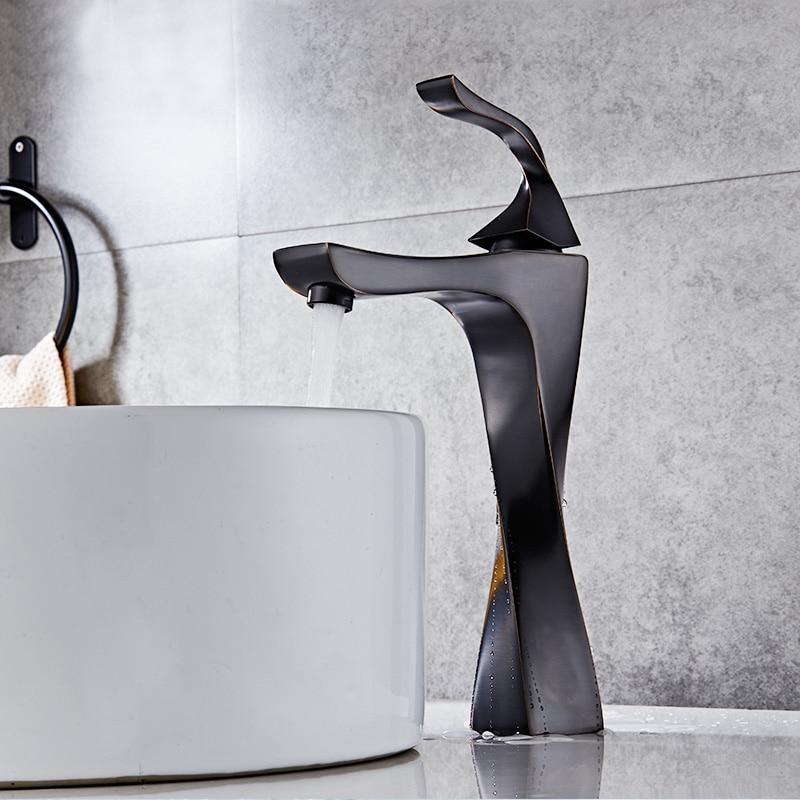صنبور حوض بمقبض واحد ، أسود وكروم ، تصميم جديد ، خلاط مياه ساخن وبارد