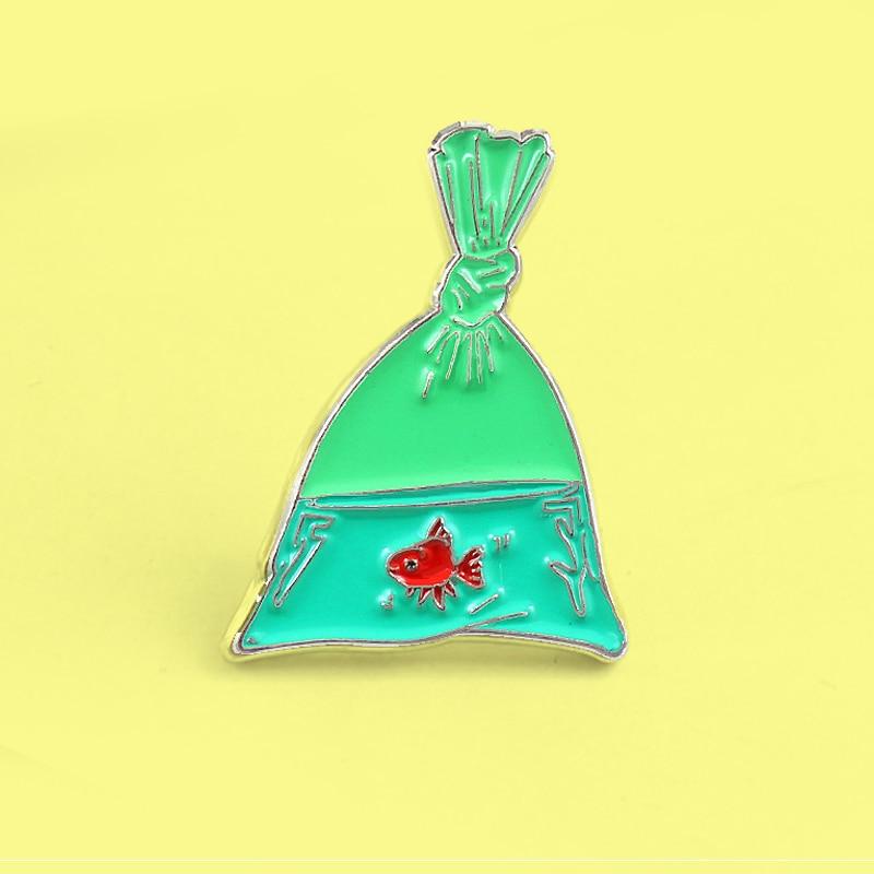 Мультяшная зеленая рыба сумка золотая рыбка брошь, эмалированный штифт красный Koi рыба в сетку рыба сумка заколки значок специалиста для женщин подарок для детей