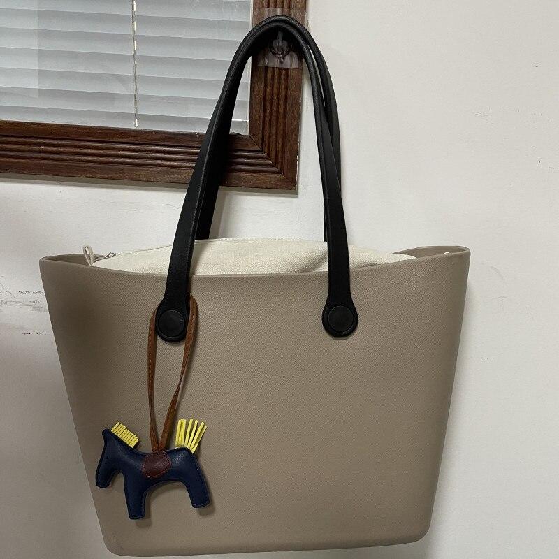 حقيبة يد كبيرة على الطراز الحضري ، حقيبة كتف سوداء ، حقيبة حمل بسيطة على شكل زهرة ، 2021