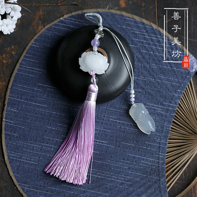 Hecho a mano clásico estilo chino con Cheongsam Lotus Calcedonia gradiente borlas presión solapa colgante