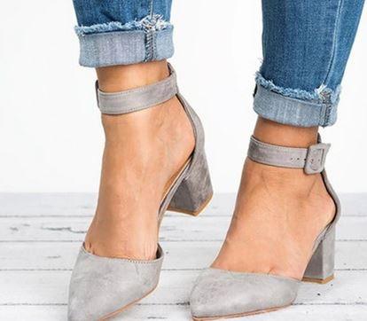 YEELOCA 2020  Low Heels Sandals Women Ankle Strap Summer Shoes Female Plus Size 43 Block Heels UN064