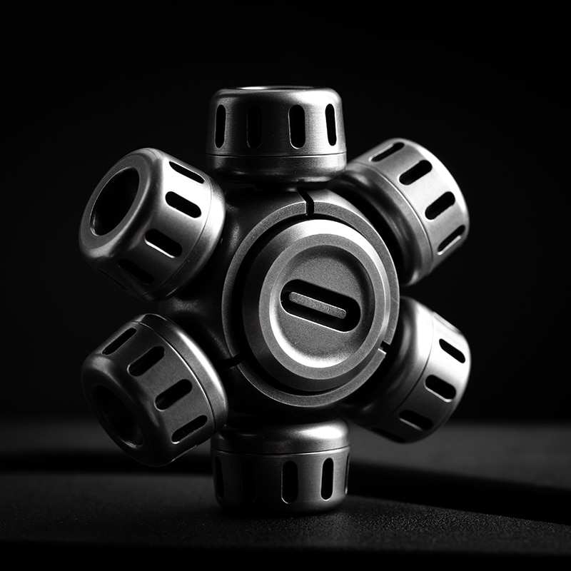 Fingertip Gyro Rotates Between Fingers For Super Long Time And High Speed Mute EDC Black Technology