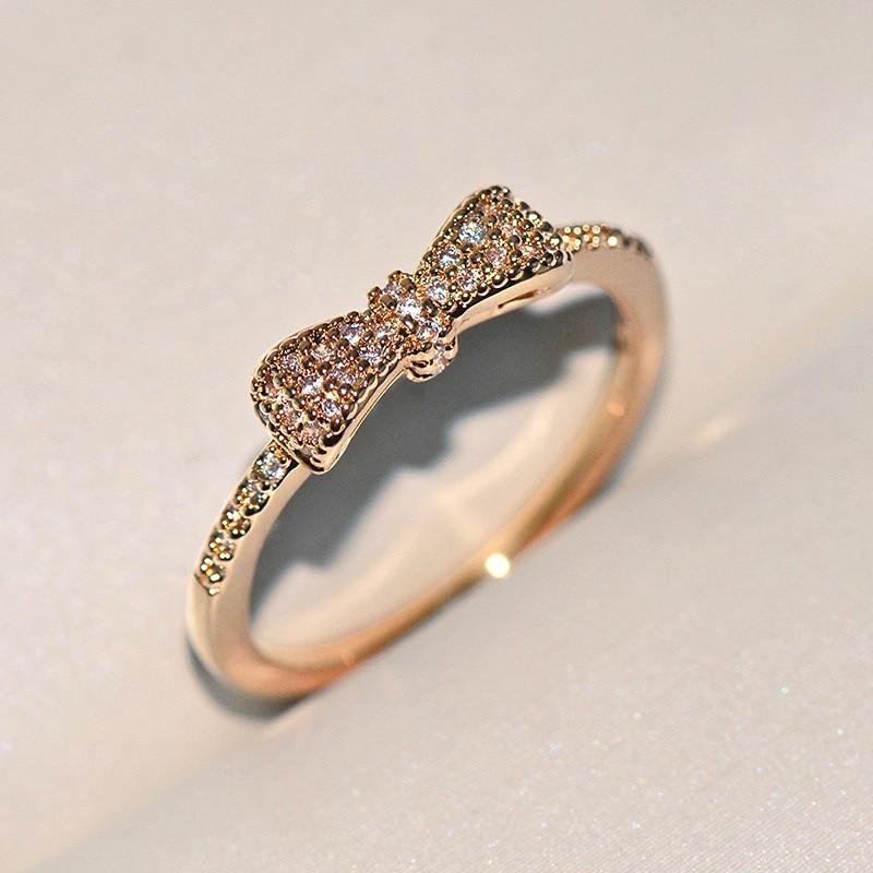 Женское-золотое-кольцо-с-кристаллами-из-серебра-925-пробы