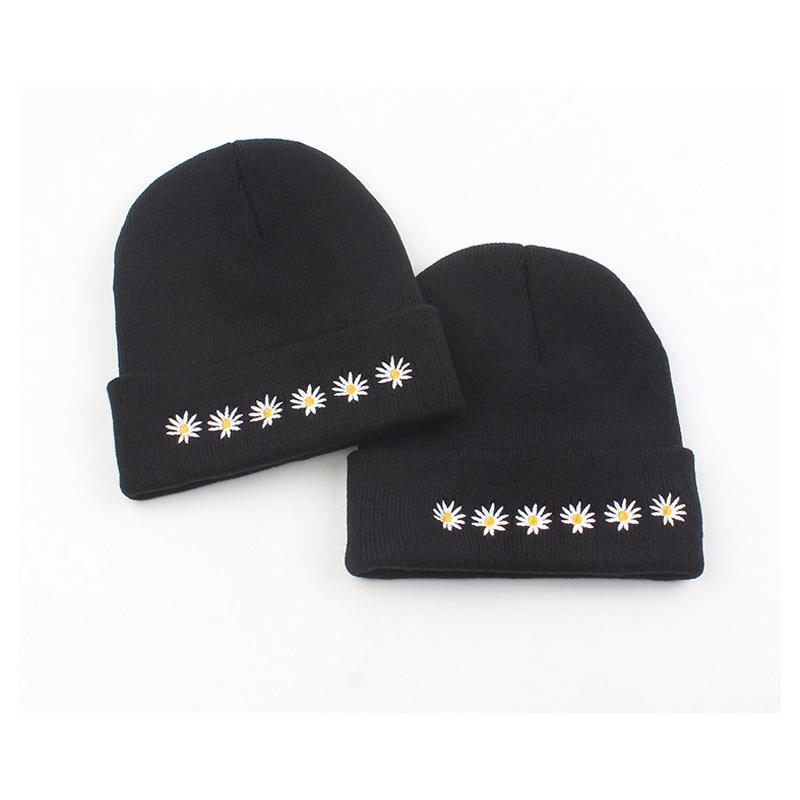 Новинка 2020, модные шапки в Корейском стиле для мужчин и женщин, облегающие шапки, зимние шапки с вышивкой в виде маргариток для женщин, тепла...