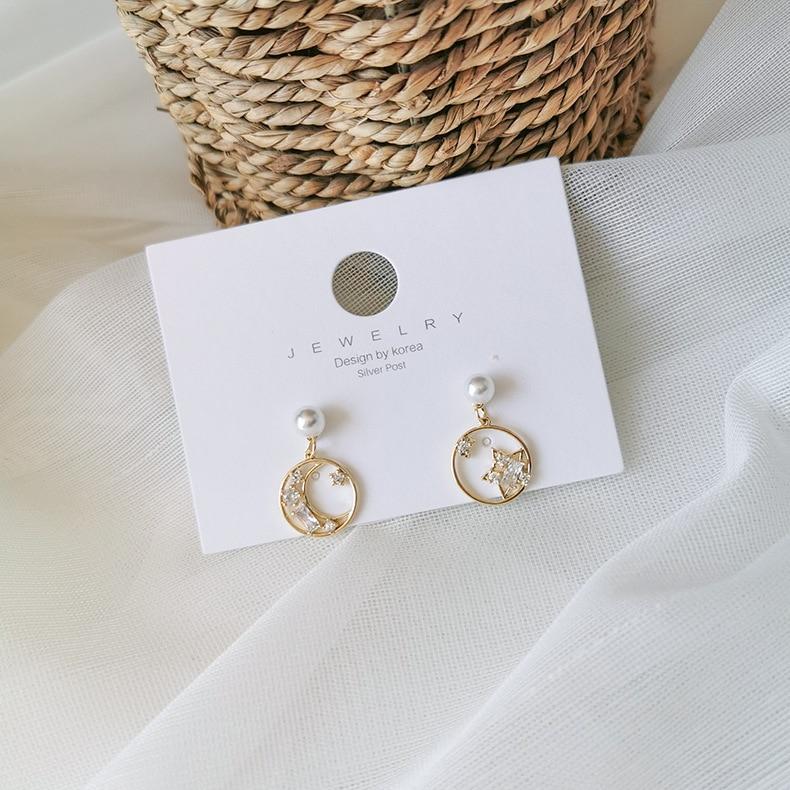 New Korean Classic Retro Hollow Small Pentagram Moon Earrings For Women Short Imitation Pearl Drop Crystal Pendant Jewelry