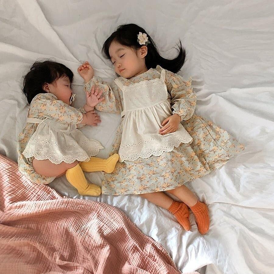 3324 creativo coreano madre-hija traje de vestir combinado niñas bebé conjunto de ropa de 2 piezas Chaleco de encaje + vestido floral bebé Romper
