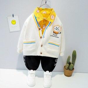 Модная детская одежда для маленьких мальчиков, новый комплект одежды 2021 весна кардиган с длинными рукавами, пальто + рубашка + штаны, 3 предмета в комплекте, для коплект одежды для детей с года до трех лет От 1 до 4 лет