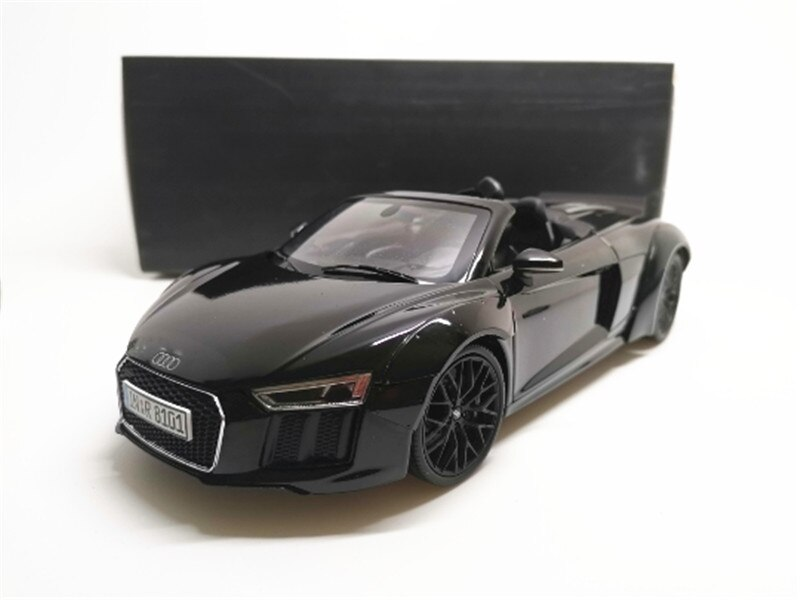 Modelo de coche negro 1/18 Audi R8 V10 Spyder